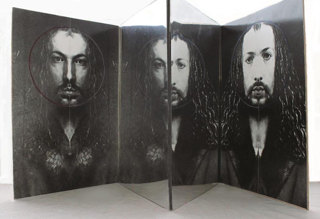 """""""Dürer an und für sich (bei sich)"""", Spiegelfaltobjekt aus zwei Fotocollagen (selbstgleich) und Spiegelfolien auf Pappe, 36,5 x 40 x 32,5 cm, 1991"""