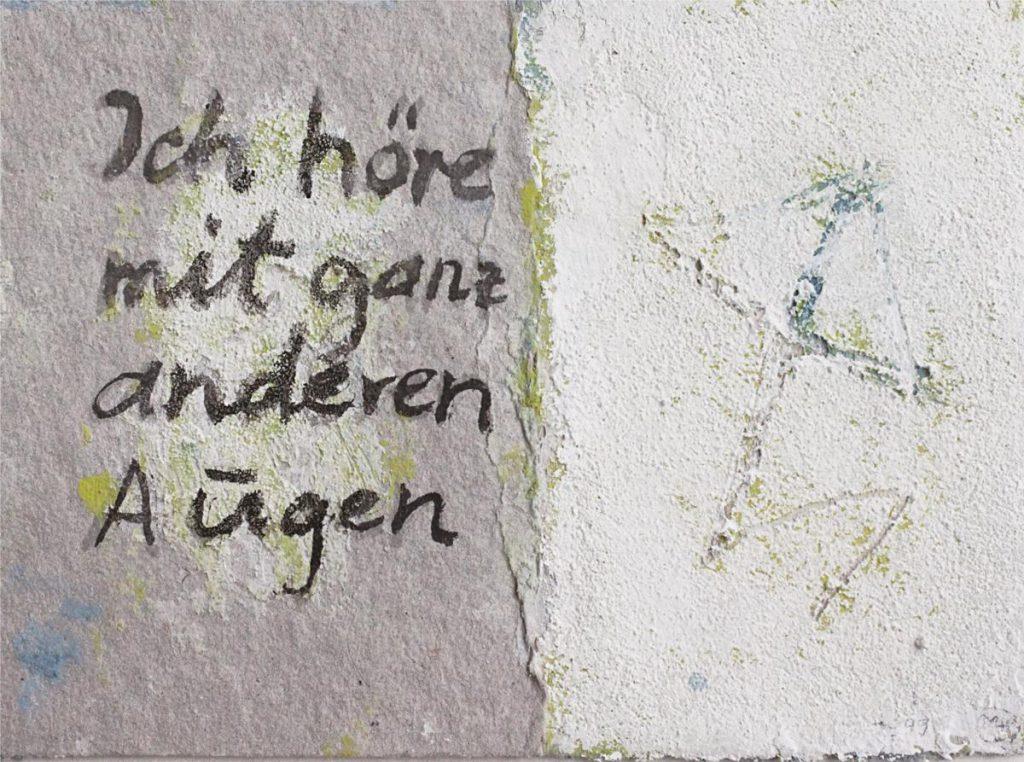"""""""Ich höre mit ganz anderen Augen"""", Mischtechnik auf Pappe, 13 x 18 cm, 1999"""
