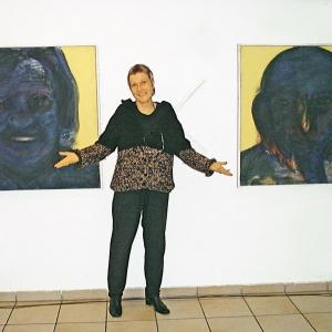 """Elternbild mit Künstlerin in der Ausstellung """"sehen und gesehen werden"""", Fürth 2004"""