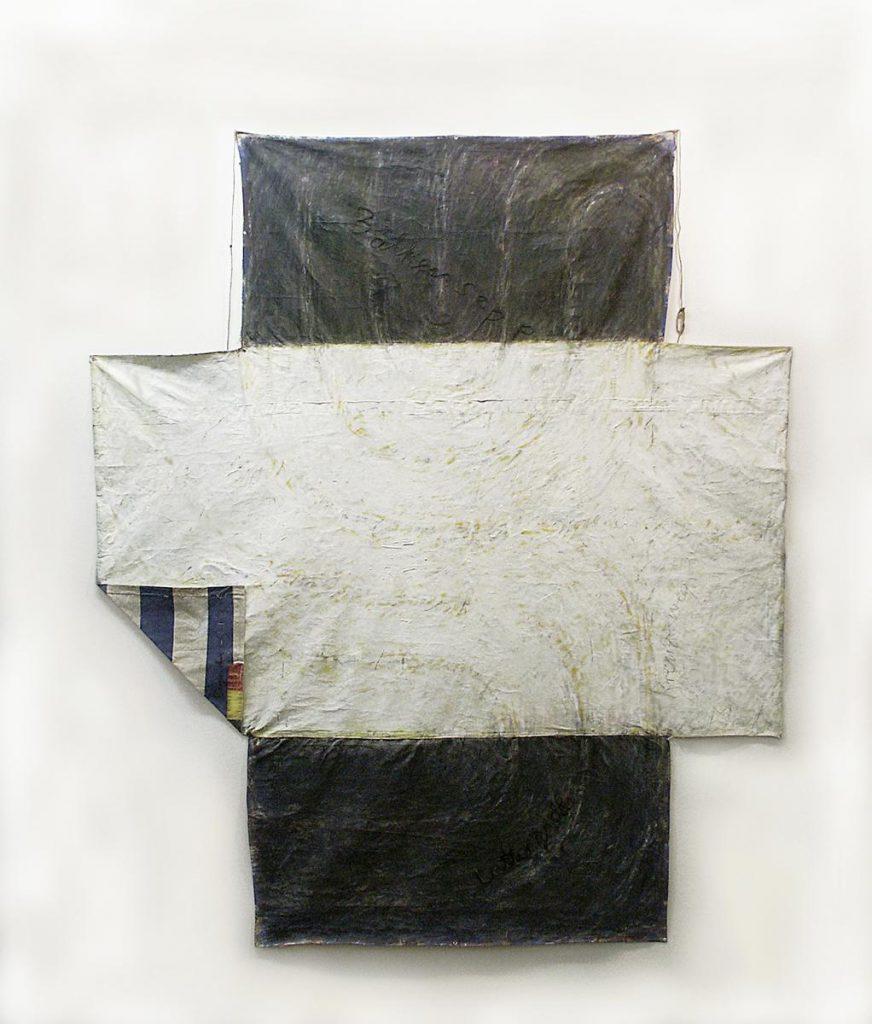 """""""Kreuz-weg"""", 2. Fassung, Labyrinthkreuz, Acryl und Mischtechnik auf Zeltplane, einseitig bemalt und mit Schrift bestickt, einen kleinen Teil der Rückseite durch Umklappen sichtbar gemacht, 210 x 180 cm, 2003"""