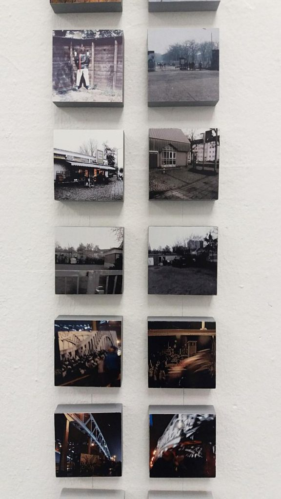 Fotoarbeit (Ausschnitt, Orte der Berliner Mauer, NSU -Tatort Nürnberg und Bunkerstadt Wünsdorf (die verbotene Stadt), Foto auf Holz, je 10 x 10 x 3 cm, 2017