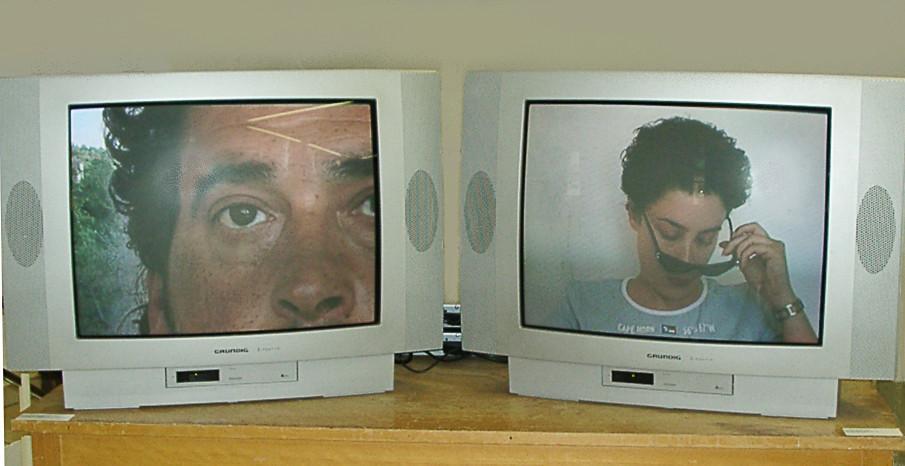 """Videoinstallation in der Ausstellung """"sehen und gesehen werden"""" (FidEW) mit Lisl Bala, Fürth 2004"""