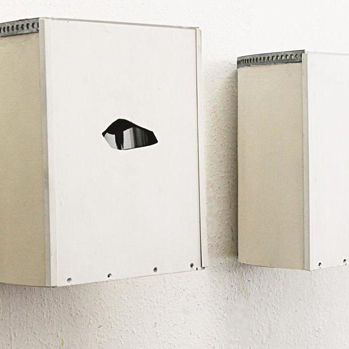 Guckkästen, Wandobjekte aus Holz, Plexiglas und Konkavspiegel mit Foto und Guckloch, Detail